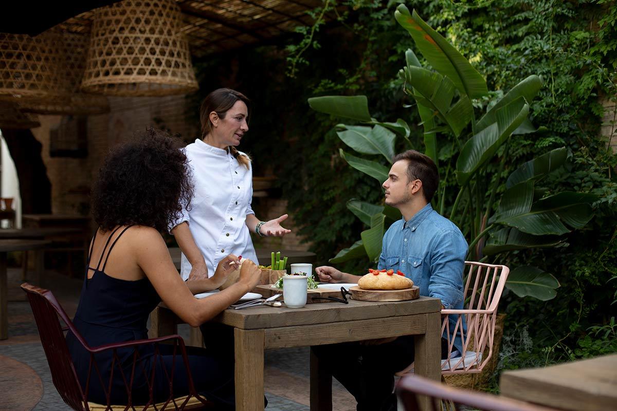 Begoña Rodrigo en su restaurante