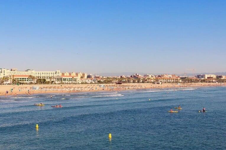 Guía para vivir tu mejor día de playa en València